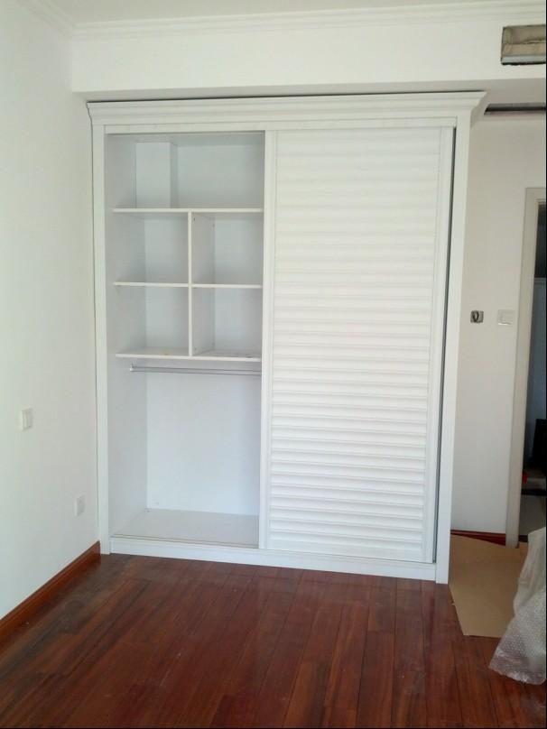 次卧小衣柜内部设计图展示
