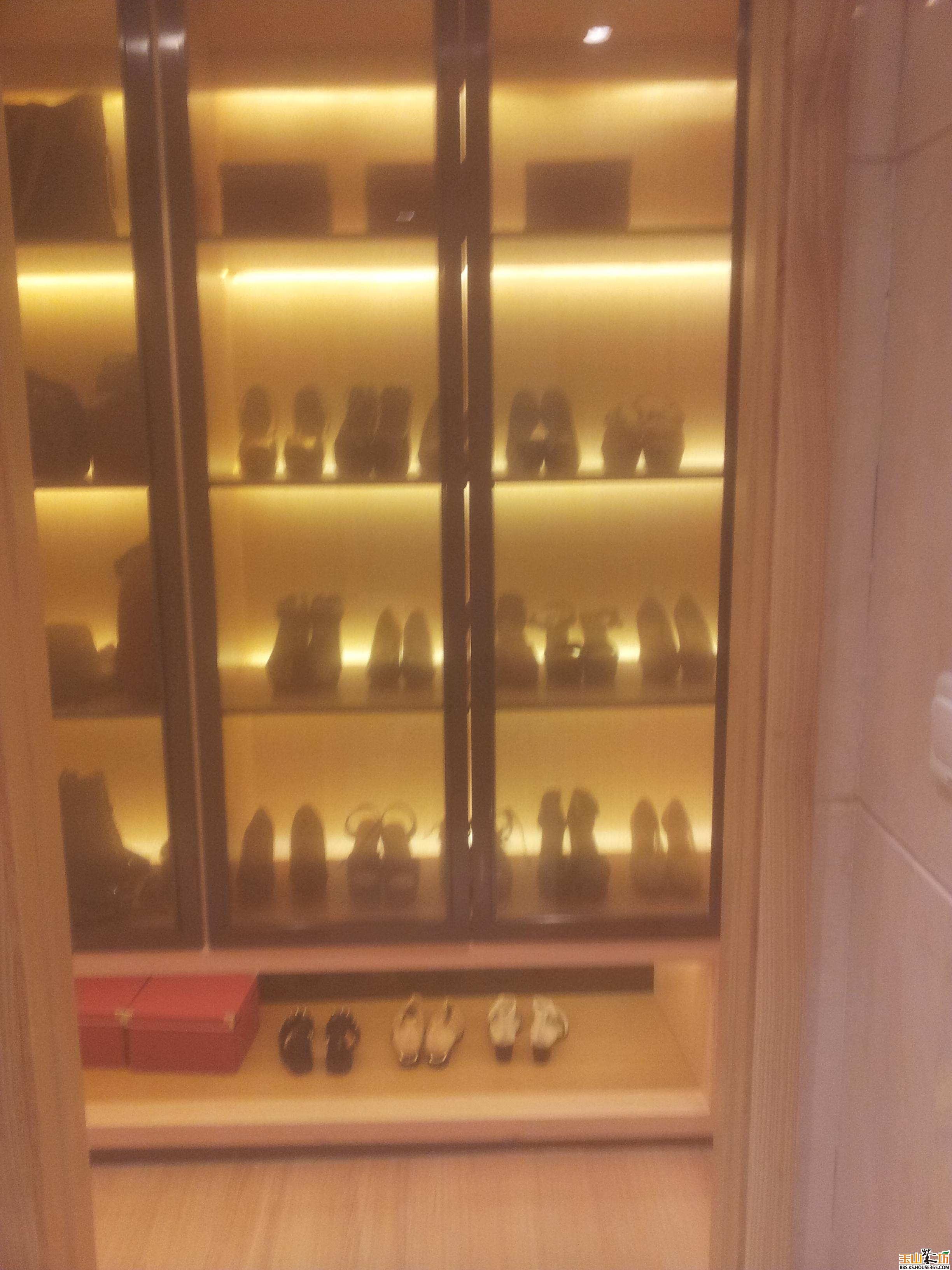 卫生间和主卧之间的格挡!被设计成鞋柜!