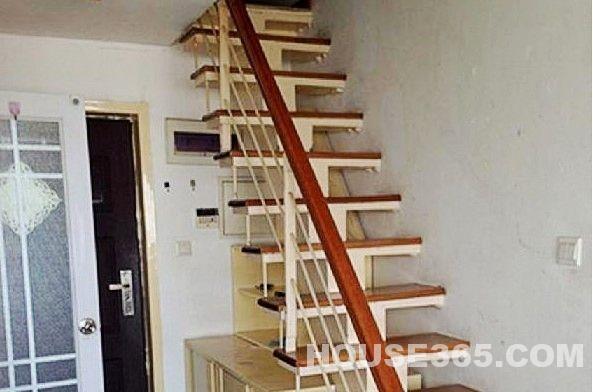 挑高单身公寓
