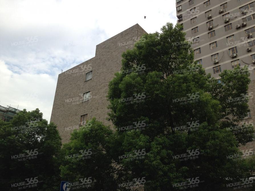 张府园小区2室0厅1卫40.9平方产权房精装