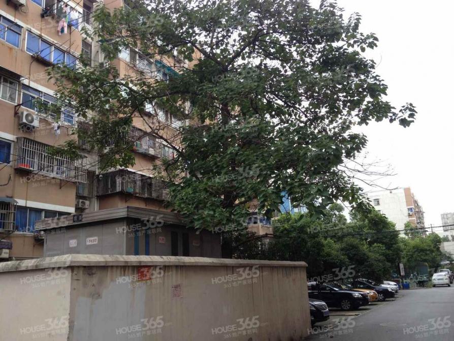 龙福花园2室1厅1卫63平方产权房精装