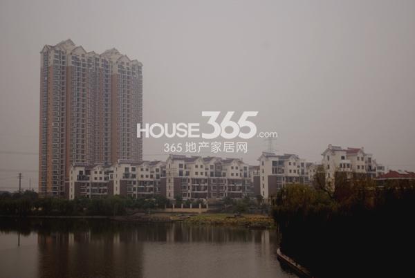 宝龙香槟湖二期实景图(2013.10.31摄)