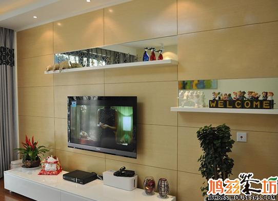 客厅液晶电视背景墙效果图九:镜子搭配