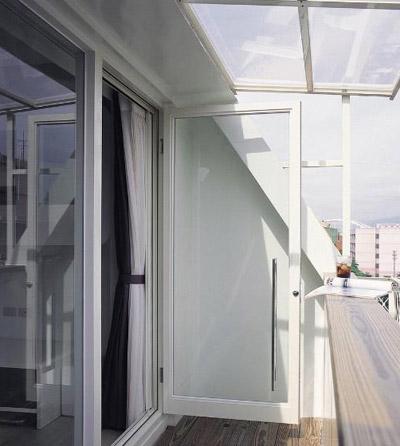 10张客厅阳台推拉门效果图 教你选购注意事项